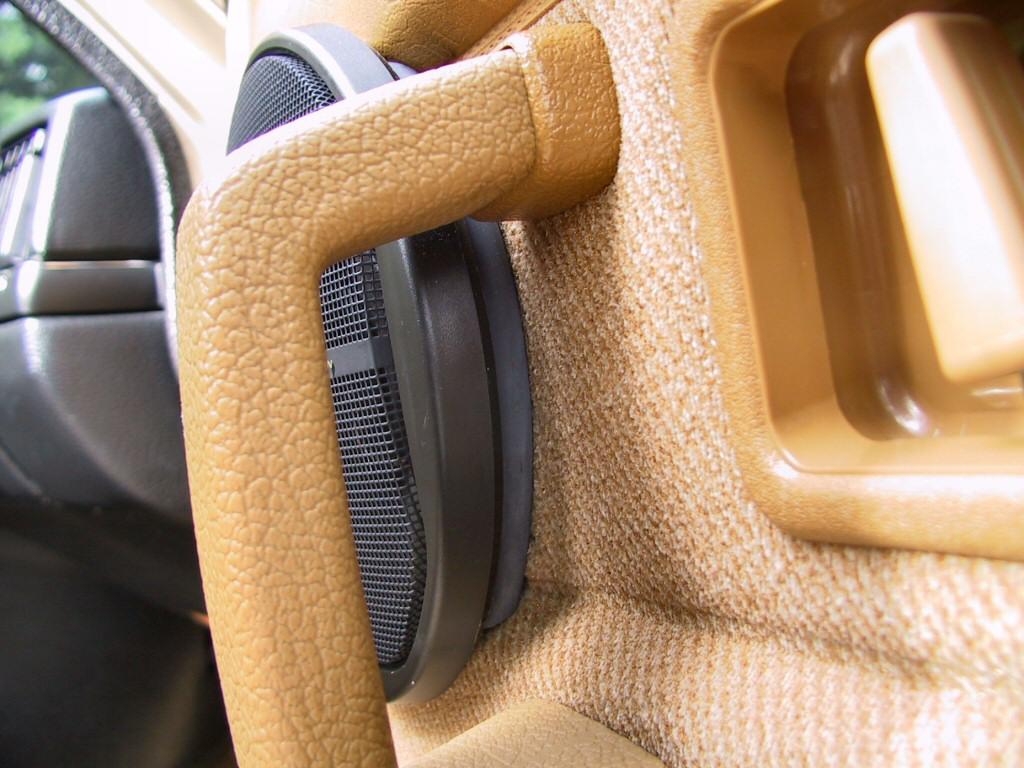 240 Volvo Aftermarket Speaker